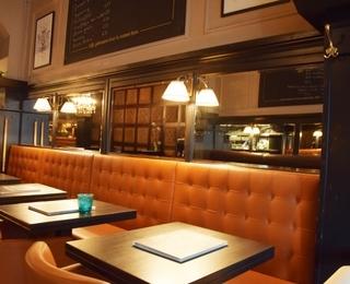 Brasserie Falstaff Tisch
