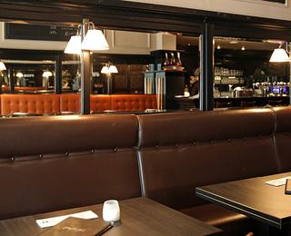 Brasserie Falstaff table
