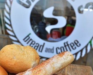 Charlie's Bread And Coffee Gericht
