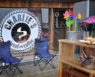 Charlie's Bread And Coffee terras