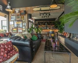 lounge Lakeside Paradise Sport Hostel