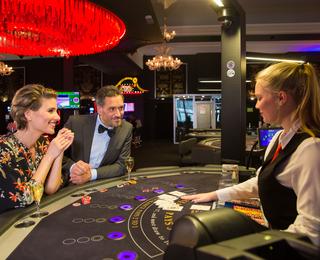 Grand Casino Game Table